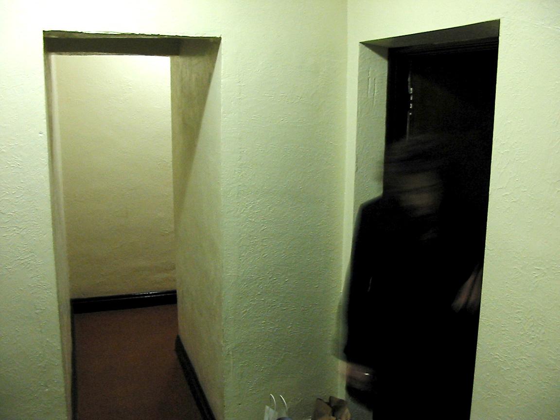 ellen_hallway